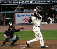 Barry_Bonds_follow_through